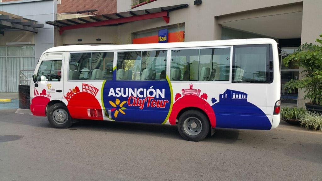 Bus del City Tour que recorre lugares emblemáticos del CHA. Fuente: www.ip.gov.py